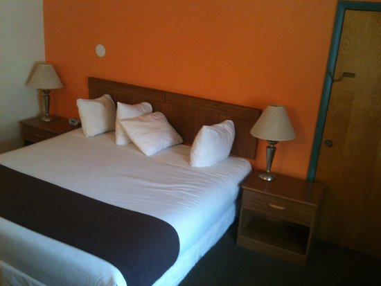 Inca Inn: Nice king size bed !