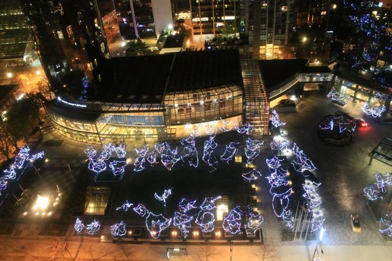 Century Plaza Hotel & Spa: Night view down