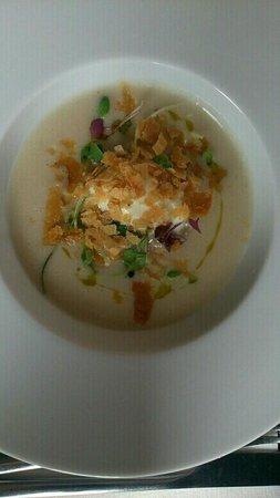 Au goût des autres : velouté de haricots tarbais au vinaigre de Xérès salpicon de canard HOmar et mangue