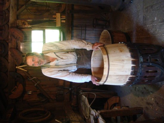 New Ross, Canadá: Making apple barrels