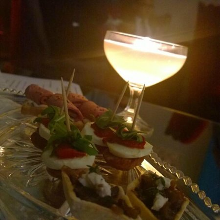 Marquise Bar Windsor: Canapes to accompany wines