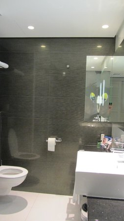 H10 Berlin Ku'damm : In the bathroom