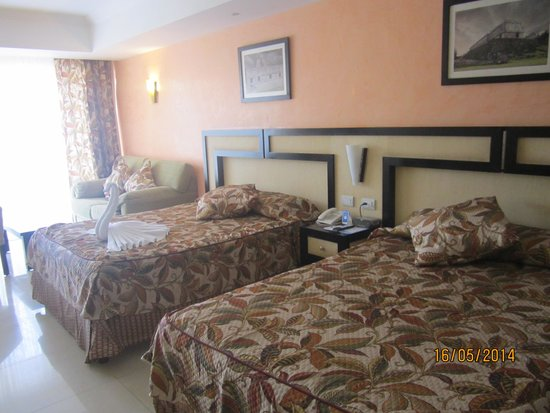 Sandos Playacar Beach Resort : Habitacion decorada