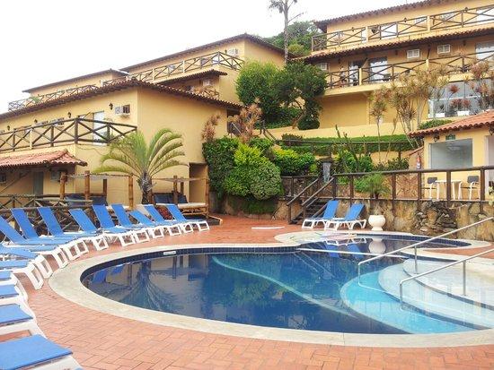 Rio Buzios Beach Hotel : Pileta y solarium