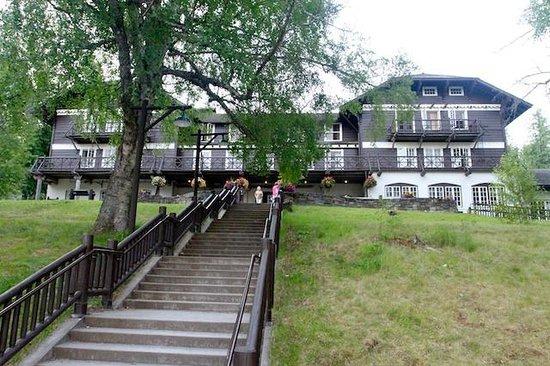 Lake McDonald Lodge: Lake McDonald Historic Swiss Chalet