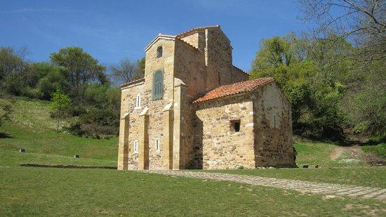 San Miguel de Lillo: Exterior