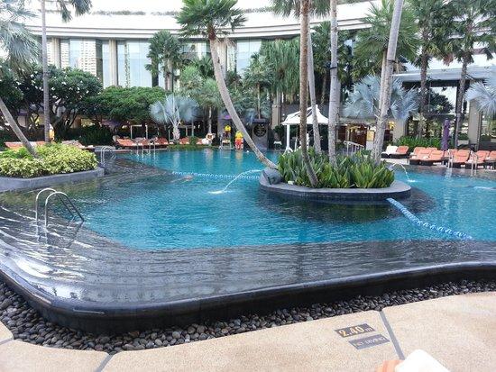 Shangri-La Hotel,Bangkok: Amazing pool