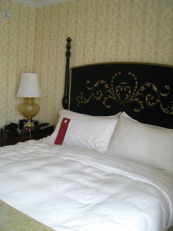 The Fairfax at Embassy Row, Washington, D.C.: bed
