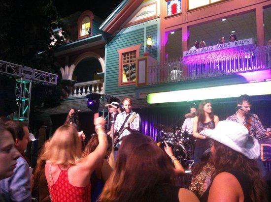 Atlantic City Boardwalk: Party pit at Ballys Wild West bar