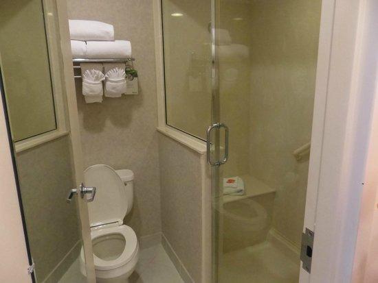 Radisson Resort at the Port: spacious bathroom