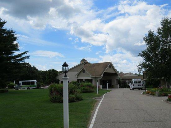 Fox Ridge Resort: Front Entrance