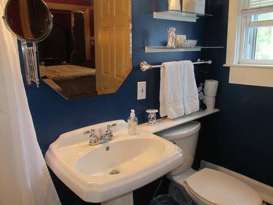 Blueberry Cove Inn: Bathroom