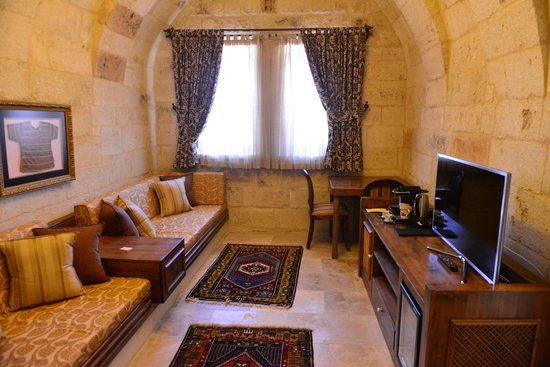Kayakapi Premium Caves - Cappadocia: Sitting area