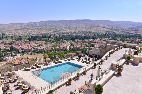 Kayakapi Premium Caves - Cappadocia: Pool area