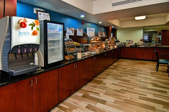 Holiday Inn Express and Suites Roanoke Rapids SE: Breakfast Bar
