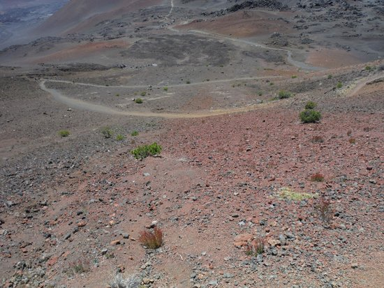 Haleakala Crater: Trail down to the crater floor