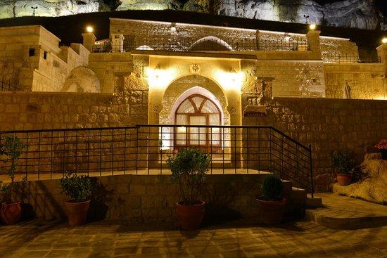 Kayakapi Premium Caves - Cappadocia: Room entrance