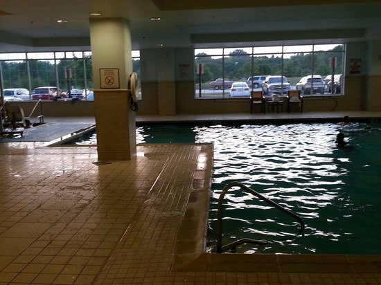Wyndham Gettysburg : Indoor pool and hot tub.  Very clean