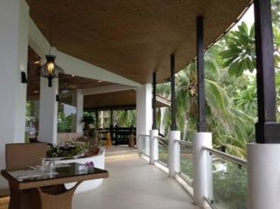 Alegre Beach Resort: レストランサイド
