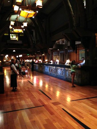 Disney's Grand Californian Hotel & Spa: Reception/Front Desk