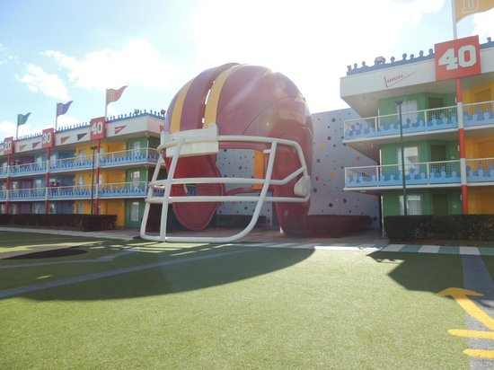Disney's All-Star Sports Resort : entrada das escadas