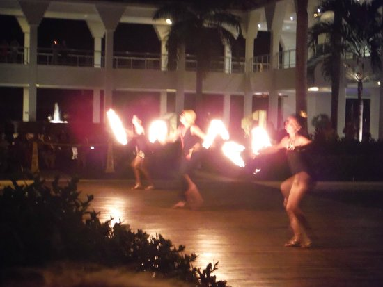 Grand Sunset Princess All Suites Resort: Fire show