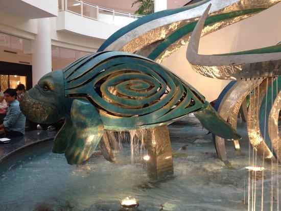 Plaza las Americas : manatee fountain up close