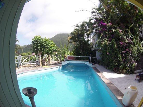 El Momo Cottages: piscine des cottages