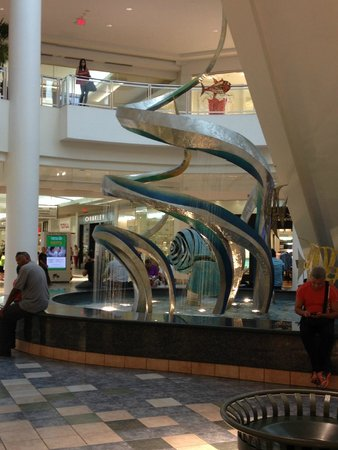 Plaza las Americas : manatee fountain from afar