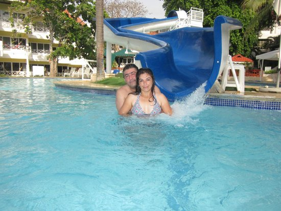 Hotel Las Américas Casa de Playa : piscina con bar
