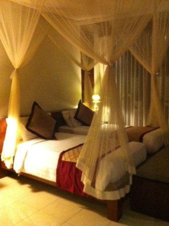 Pertiwi Resort & Spa: King size bed converted to two singles!