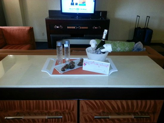 Renaissance Phoenix Downtown Hotel: Complimentary champagne, with chocolate covered starwberries and water