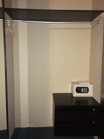Leon de Oro Inn & Suites: Caja fuerte habitación 2