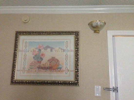 Holiday Inn Burbank: Aged decor
