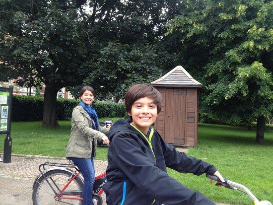 Fat Tire Bike Tours - London: Ready to ride!