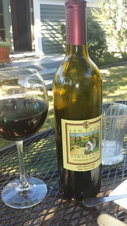The Kirk House Bed & Breakfast: Enjoy a local wine on the secluded, shaded patio for Garden Room.