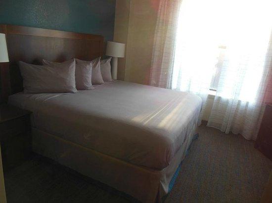 Residence Inn Memphis Downtown: Bedroom