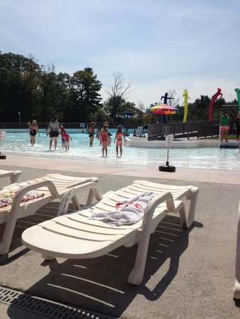 The Country Place Resort at Zoom Flume Water Park: Wave Pool