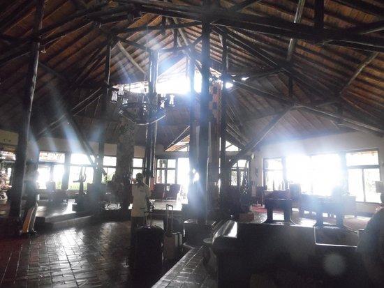 Ol Tukai Lodge: lobby