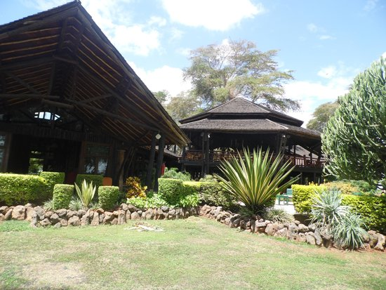 Ol Tukai Lodge: The lobby from outside