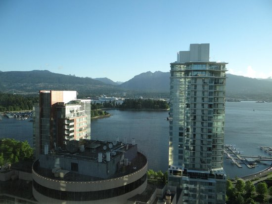 Vancouver Marriott Pinnacle Downtown Hotel : The great view from our room on the 27th floor.