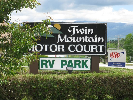 Twin Mountain Motor Court & RV Park: entrance sign