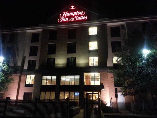 Hampton Inn and Suites Valley Forge/Oaks : Night Front of Hotel