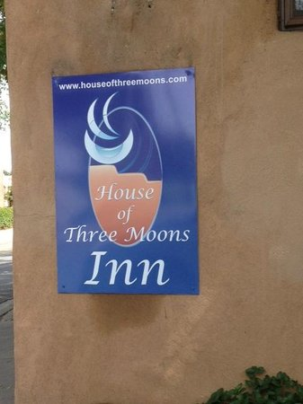 Casa de Tres Lunas: House of Three Moons Inn