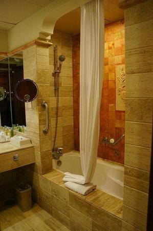 Now Sapphire Riviera Cancun : Bathroom