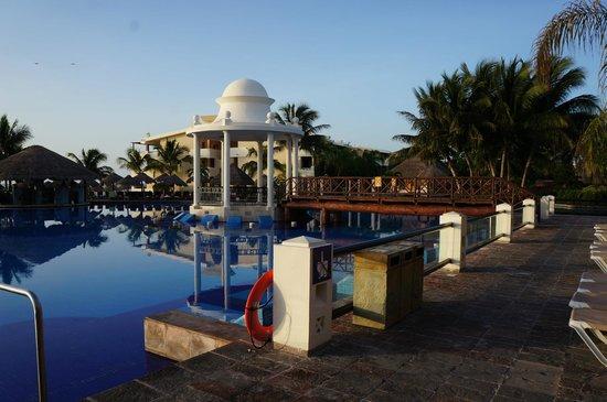 Now Sapphire Riviera Cancun : Pool
