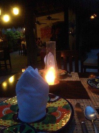 Encantada Tulum: Cena romántica en el restaurante, a unos metros del mar y de tu habitación.