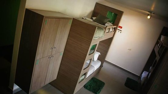 Concept Design Hostel & Suites: The green room!