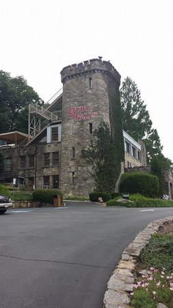 Castle entrance to Ruby Falls