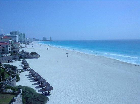 Panama Jack Resorts - Gran Caribe Cancun: Gorgeous beach area